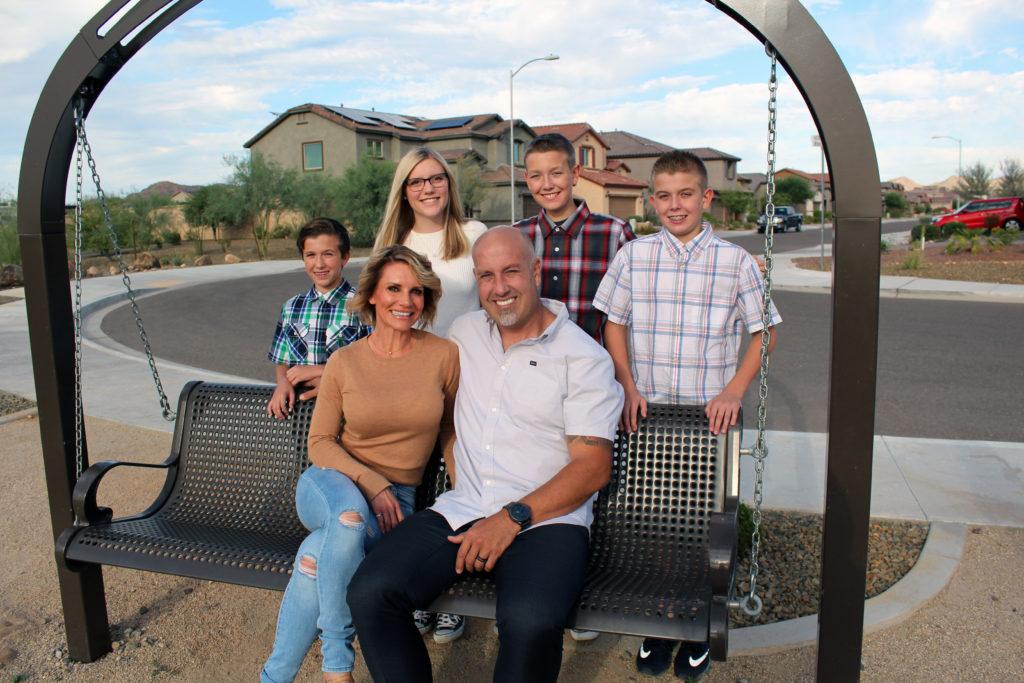 (front r): Heart recipient Dave Wipprecht (l to r): Austin, Joy, Ashlyn, Travis and Derek Wipprecht